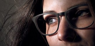 Makeup for glasses wearers